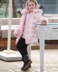 粉色长款羽绒服